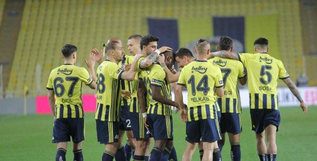 Fenerbahçe yarışı bırakmadı