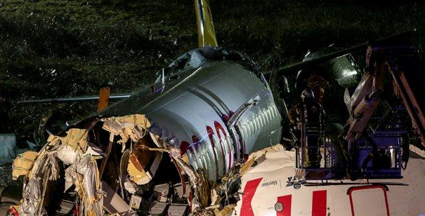 Sabiha Gökçen'de yolcu uçağı inişte parçalandı...